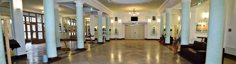Bartók Kamaraszínház és Művészetek Háza - aula