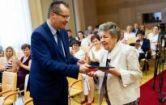 Hírkép: A pedagógusok több évtizedes munkáját díjazták