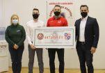 Hírkép: Fél millió forint a Dunaújvárosi Jégtörők Egyesületnek