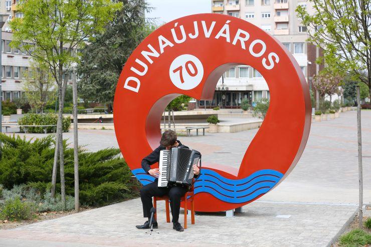 """""""Isten éltesse Dunaújvárost!"""""""